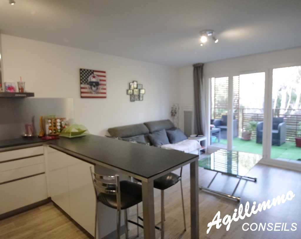 Appartement 2 pièces centre-village - PUGET SUR ARGENS - Sud de la France
