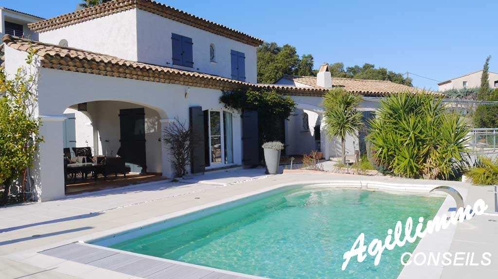 Propriété avec belle vue mer sur la Côte d'Azur - SAINT AYGULF - Sud de la France