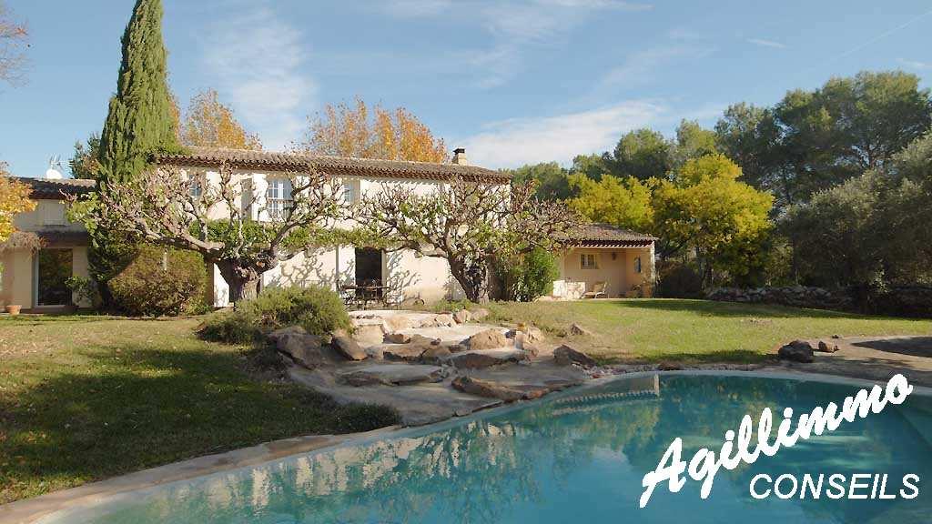Maison 7 pièces avec piscine - ROQUEBRUNE SUR ARGENS - Sud de la France
