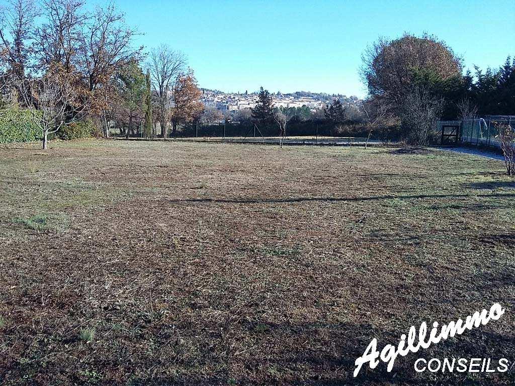 En exclusivité terrain a batir de 1200 m2 - BAGNOLS EN FORET - Sud de la France