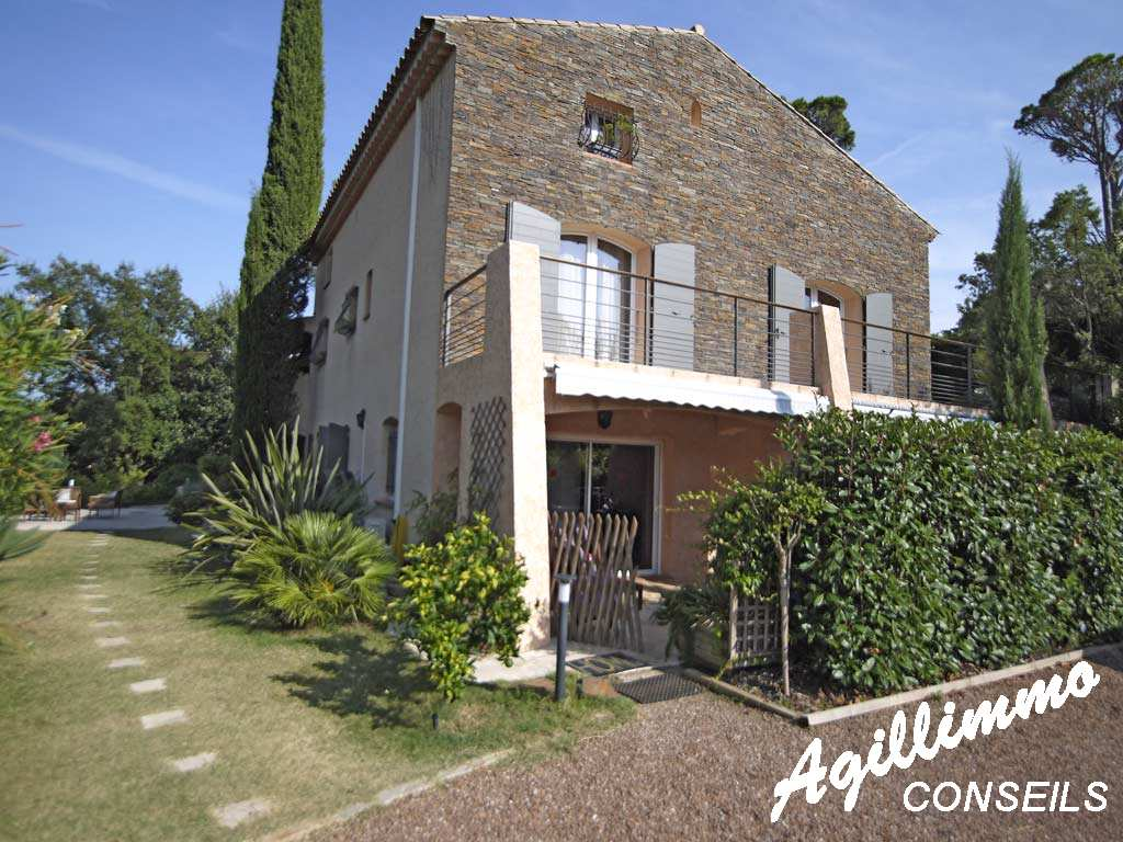 Maison d'Hôte avec piscine sur 2500m2 de terrain et vue sur l'Esterel - SAINT RAPHAEL - Sud de la France
