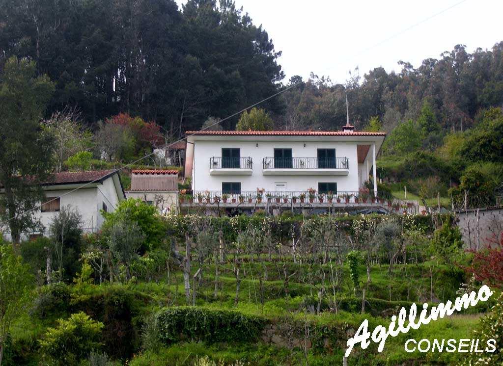 Au Portugal Maison individuelle avec cave et garage - PORTO - Sud de la France