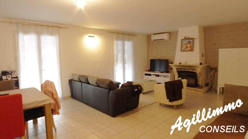 Sud Est de la France :  Villa 4 pièces sur 940 M2 de terrain - puget sur argens