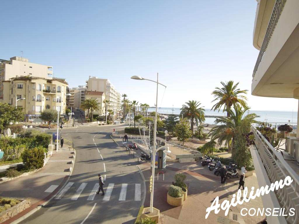 Bel appartement dans le triangle d'or avec vue mer   - SAINT RAPHAEL - Sud de la France