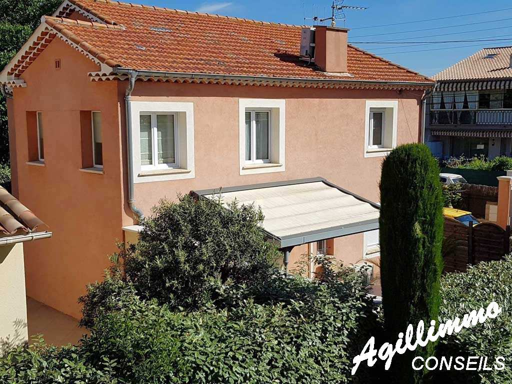 Villa comportant 2 appartements sur 240 M2 de terrain - FREJUS - Sud de la France