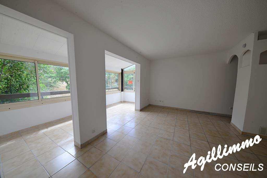 Appartement F1 - FREJUS - Sud de la France
