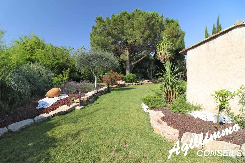 Villa traditionnelle de 7 pièces sur 2027m2 de terrain - LE MUY - Sud de la France