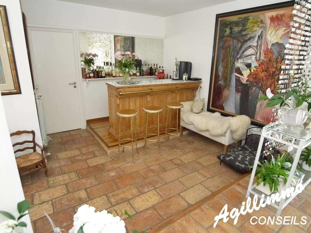 Villa traditionnelle de 7 pièces sur 2027m2 de terrain - LE MUY dans le Sud de la France