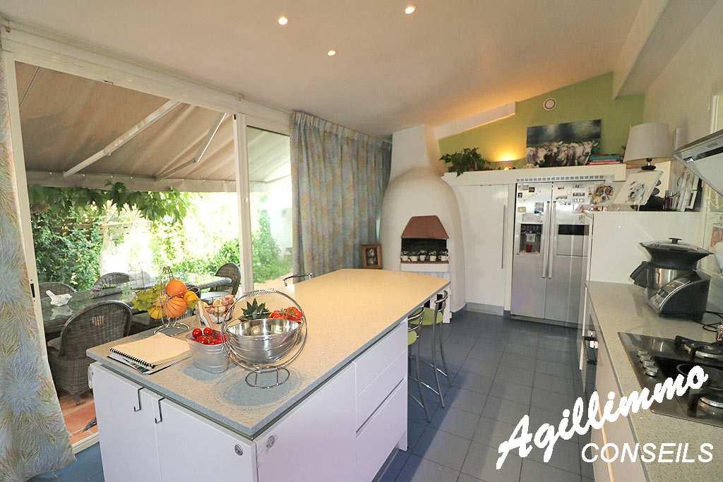 Villa traditionnelle de 7 pièces sur 2027m2 de terrain - LE MUY - Sud Est de la France
