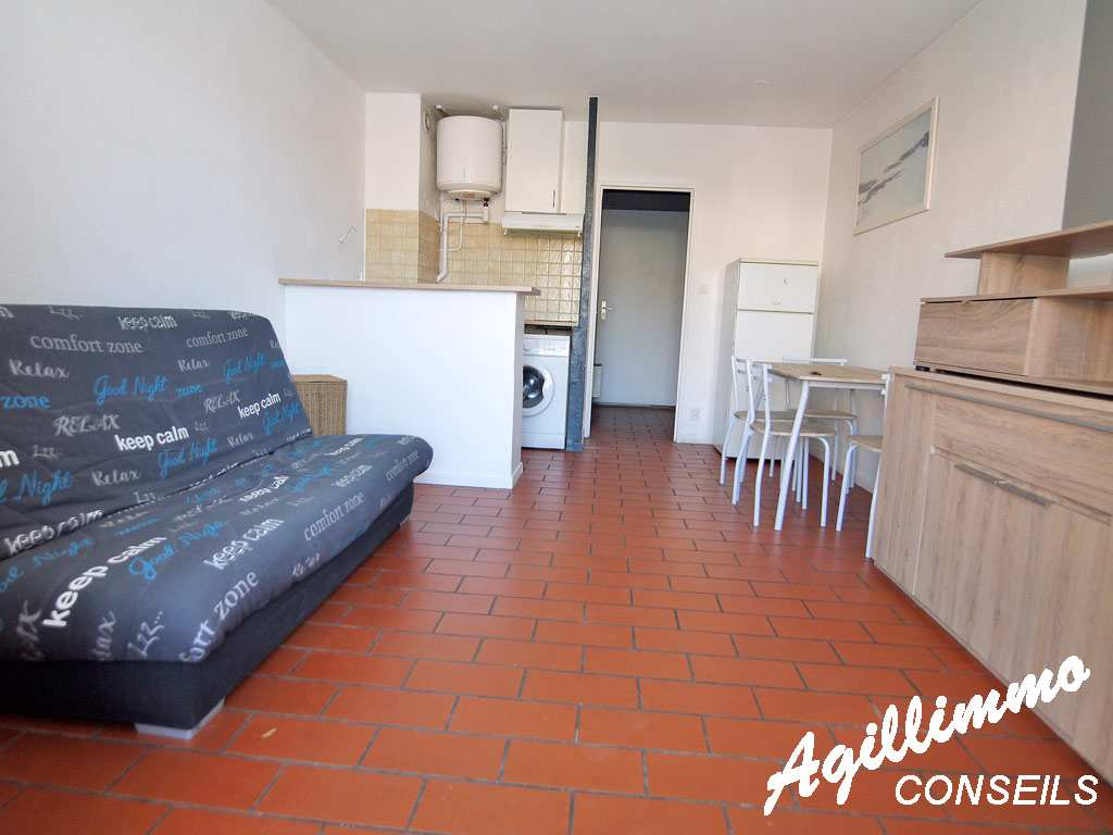 Studio proche centre-ville avec place de parking privative  - PUGET SUR ARGENS - Sud de la France