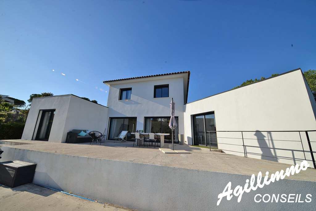 Superbe villa moderne de 150m2 avec piscine  - PUGET SUR ARGENS - Sud de la France