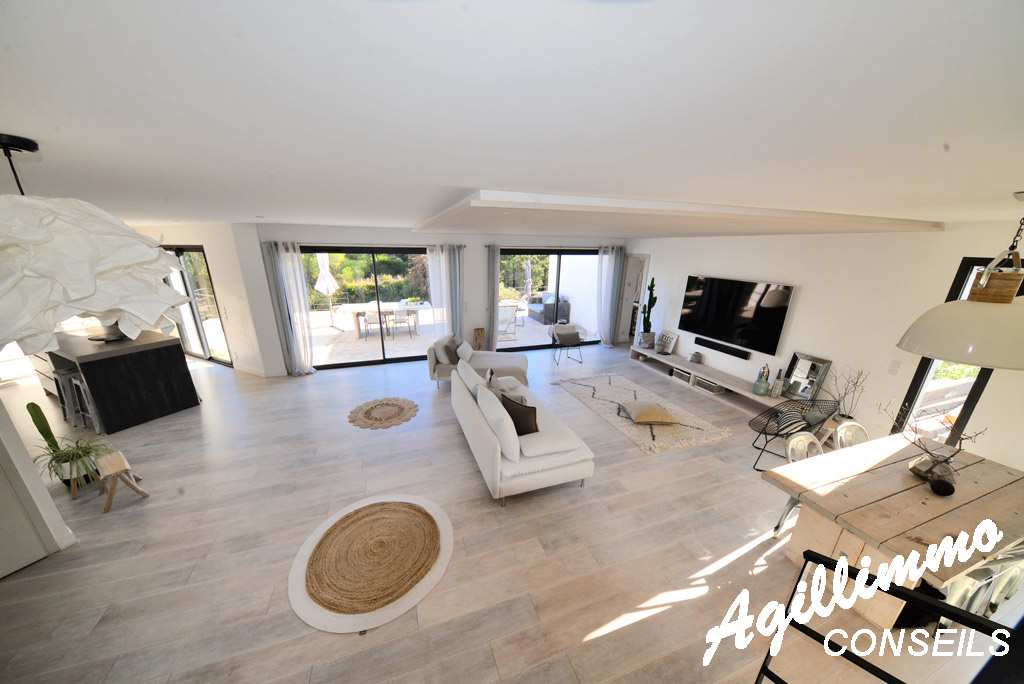 Superbe villa moderne de 150m2 avec piscine  - 83480 - Sud de la France