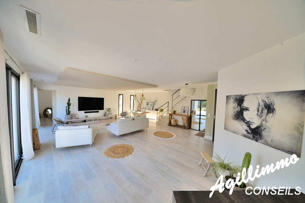 Sud Est de la France :  Superbe villa moderne de 150m2 avec piscine  - PUGET SUR ARGENS