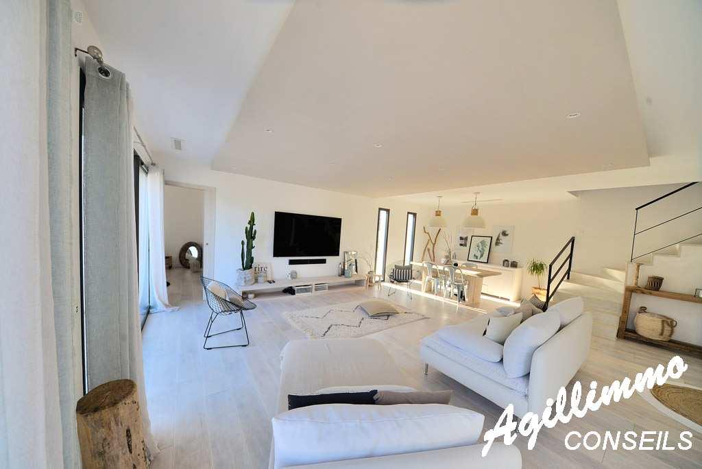 Superbe villa moderne de 150m2 avec piscine  - PUGET SUR ARGENS 83480 - Sud Est de la France