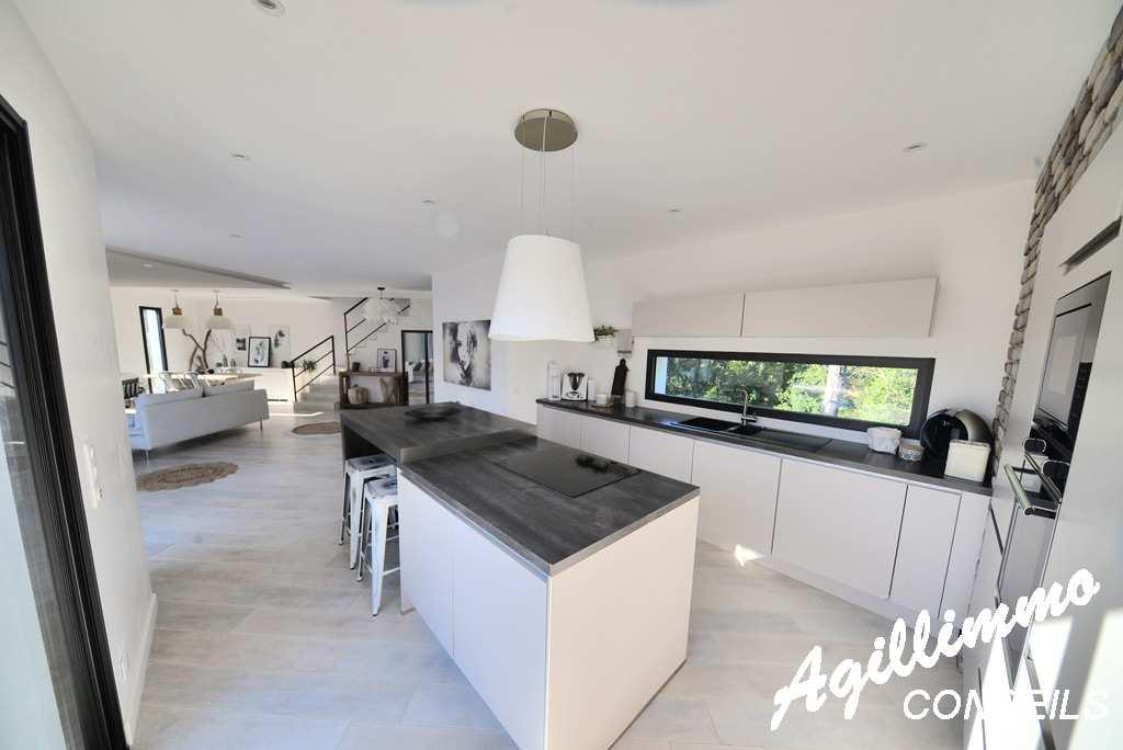 Superbe villa moderne de 150m2 avec piscine  - PUGET SUR ARGENS dans le Sud de la France