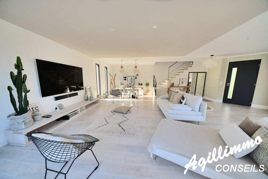 Superbe villa moderne de 150m2 avec piscine  - PUGET SUR ARGENS - Sud Est de la France