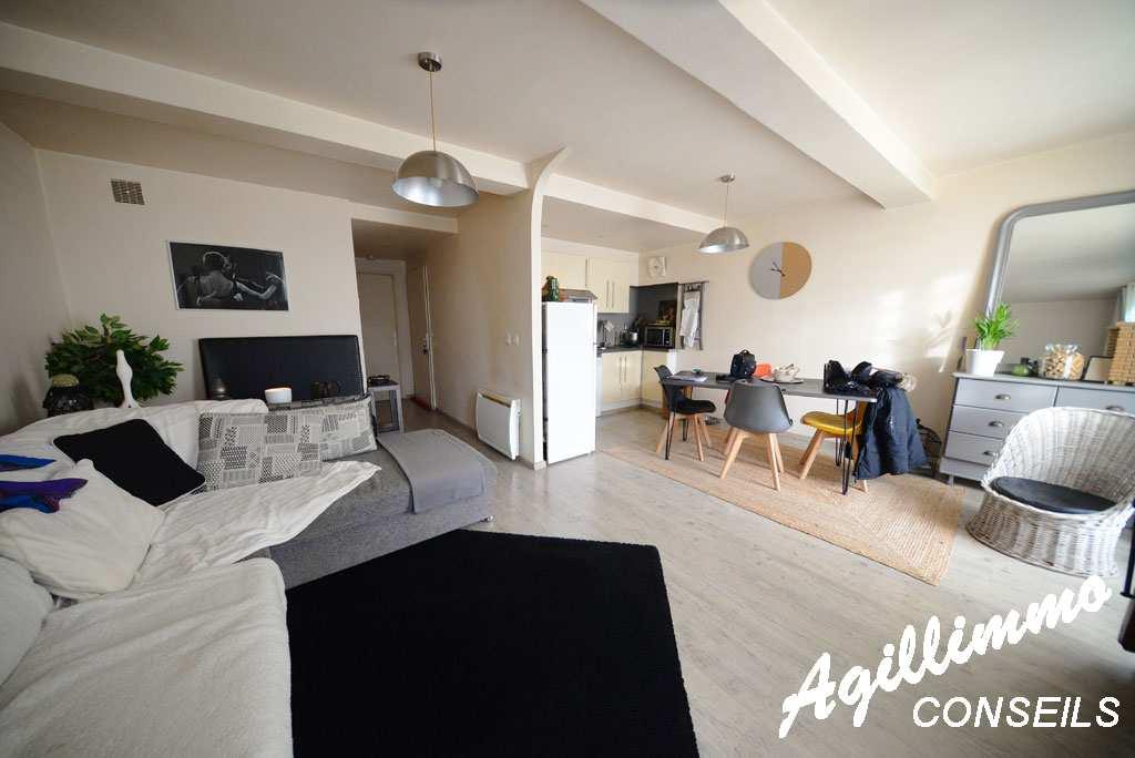 Maison avec 1 local et 2 logements - PUGET SUR ARGENS - Sud de la France