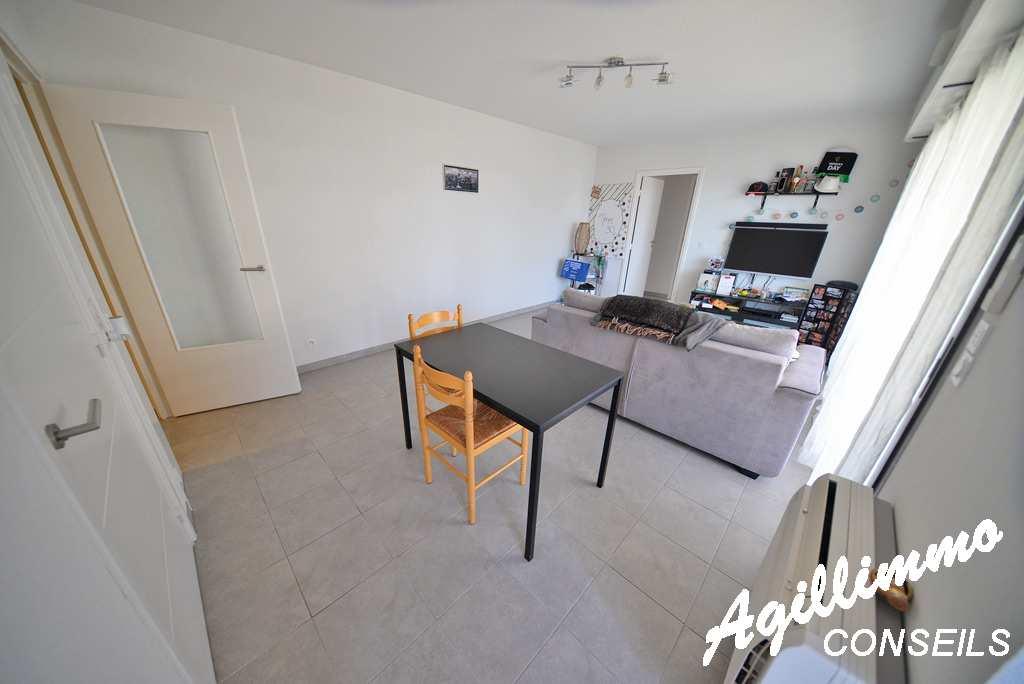Appartement 2 pièces avec terrasse de 19m2 au 1er étage - FREJUS - Sud de la France