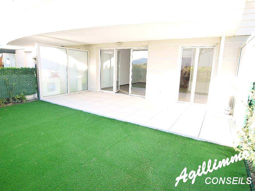Appartement avec jardin dans une résidence avec piscine - PUGET SUR ARGENS - Sud de la France