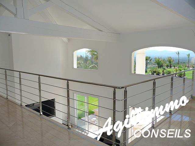 Villa moderne de luxe sur terrain 3072 m2 - LE CANNET DES MAURES - A 40 minutes de SAINT TROPEZ et de CANNES, 30 minutes de FREJUS, SAINT RAPHAEL, et à proximité immédiate d'un péage autoroute, sur un terrain bien aménagé et arboré d'une superficie de 3 072 m2,  - Sud de la France