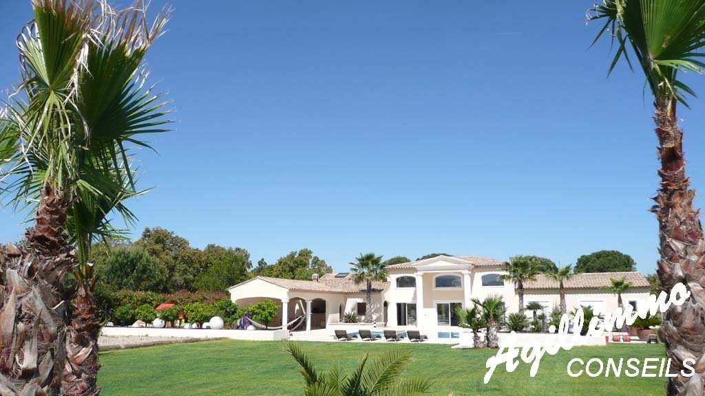 Villa moderne de luxe sur terrain 3072 m2 - 83340 - Sud de la France